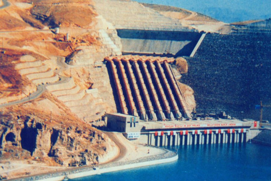 Atatürk Dam & HEPP (8x300 MW), Şanlıurfa / Turkey